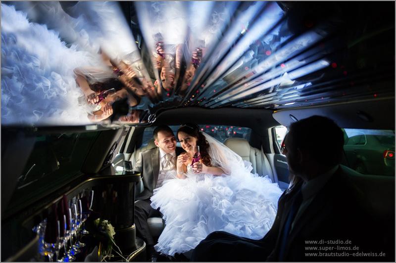 Brautpaar in der Limousine von Super Limos. Limousinenservice für Dortmund, Rheine, Münster Regione.